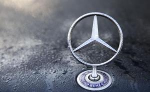 Mercedes llama a revisión a casi 100.000 vehículos por problemas en dirección