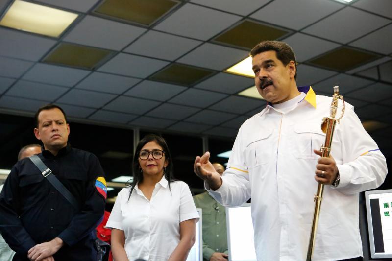 Maduro planea una «profunda reestructuración» del Gobierno