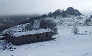 La nieve llega a los montes guipuzcoanos en vísperas de la primavera