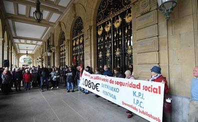 Los pensionistas reclaman que el Gobierno Vasco complemente las prestaciones