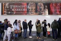 Colas para admirar a los guerreros de Terracota