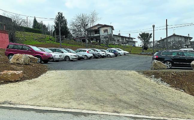 Nuevo aparcamiento en la parte superior de Santio Zeharra, entre el Polideportivo y las sidrerías