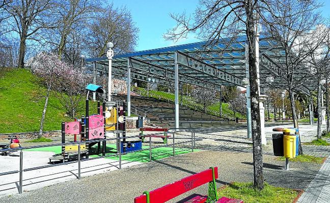 Vías Públicas prevé ahora ampliar la cubierta de Harria para proteger el parque infantil anexo