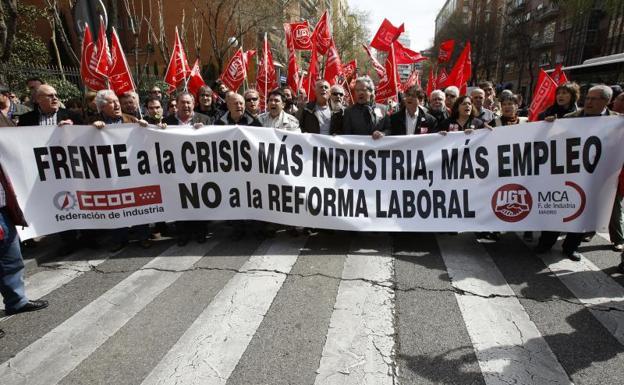 Manifestación celebrada en Madrid el 23 de marzo de 2012 convocada por CC OO y UGT en contra de la reforma laboral aprobada por el Gobierno de Rajoy./EFE