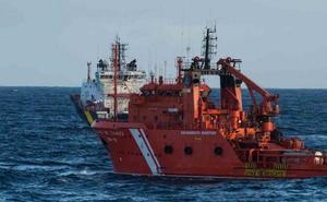 Los pescadores vascos, «preocupados y expectantes» ante el vertido de fuel