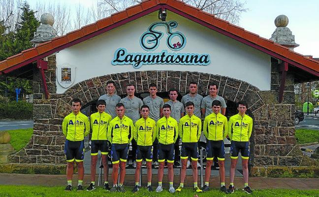 El equipo ciclista Laguntasuna cumple su trigésima temporada en el pelotón