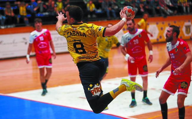 El Bidasoa-Irun recupera la mano en la lucha por el segundo puesto