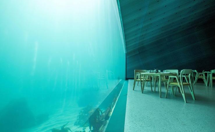 Un restaurante bajo el agua