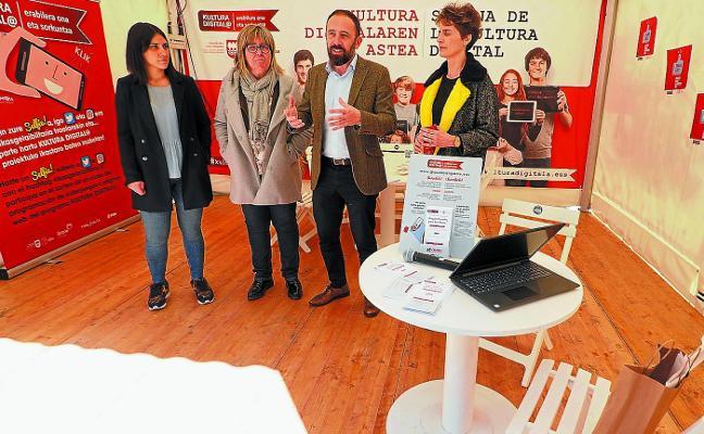 El autobús de la Semana de la Cultura Digital llega a Elgoibar