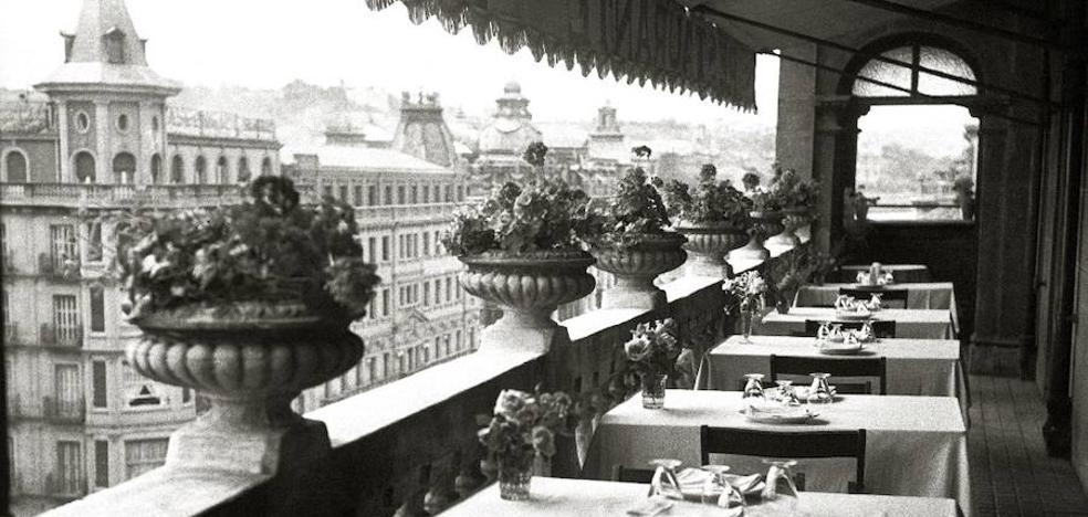 Restaurante con vistas a la Avenida