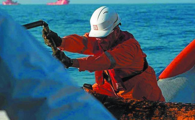 Ecologistas alertan de que es «muy probable» que la marea negra llegue a la costa