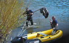Unos 300 escolares de Tolosa y ciudadanos voluntarios retiran 950 kilos de residuos del río Oria