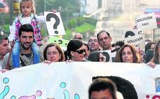 Las familias exigen a Educación y patronal que acudan a la reunión con los sindicatos en el CRL