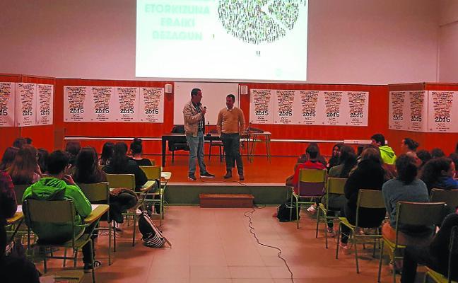 Estudiantes del Pío Baroja formulan propuestas para el presupuesto foral