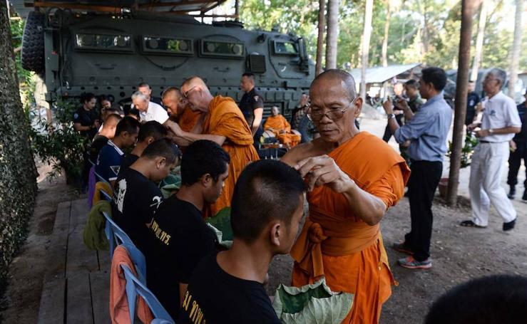 Ceremonia de iniciación de la marina en Tailandia