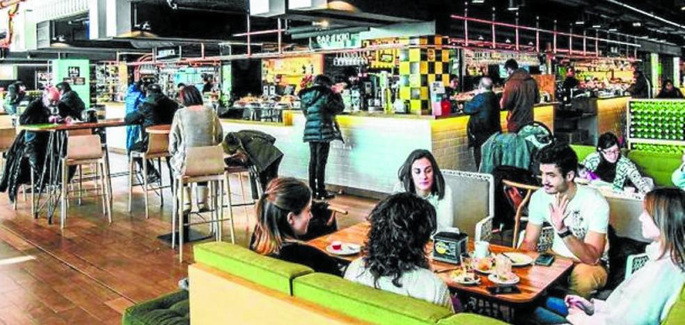 El mercado de abastos ultima para verano su nueva oferta de gastrobares y restaurantes