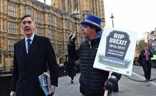 El Parlamento añade otro obstáculo al 'brexit' sin acuerdo