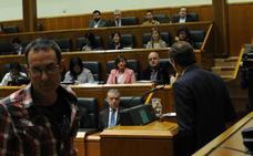 El Gobierno marca distancias con EH Bildu tras la bronca y le exige que condene a ETA