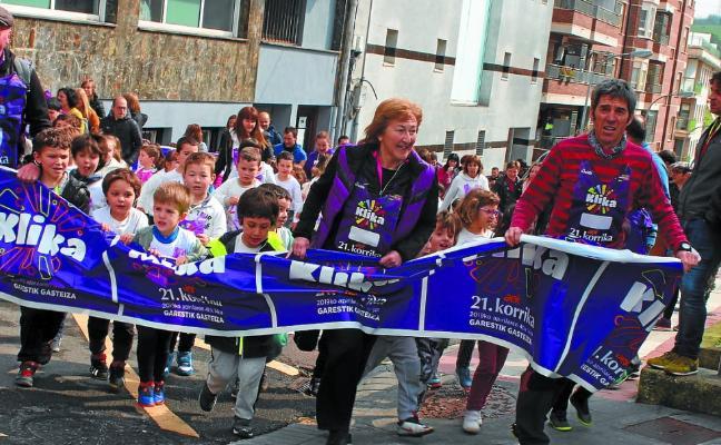 Haurrek euskararen aldeko 'Klika' egin zuten