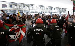 Enfrentamientos a la salida del acto de Vox en San Sebastián