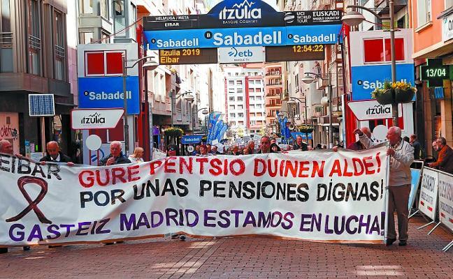 «A esta marcha, cada día más pobres»