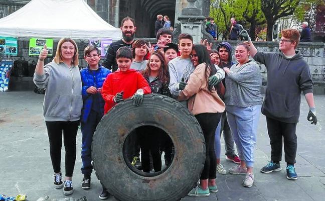 Jóvenes de Andoain en el proyecto 'Gota a Gota El Océano'