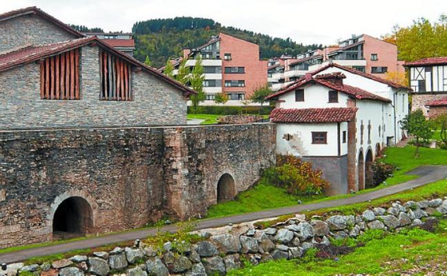 La muestra itinerante sobre la 'Ruta del Hierro de Pirineos', en la Ferrería