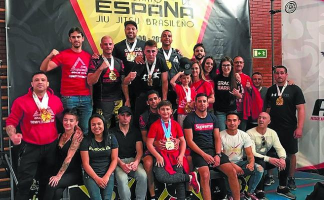 Catorce medallas para Gracie Barra Irun en el estatal