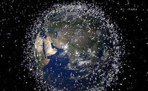 ¿Cómo limpiar el espacio de viejos satélites y basura espacial?
