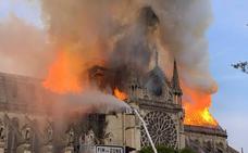 Trump sugiere utilizar aviones cisterna para apagar el incendio de Notre Dame