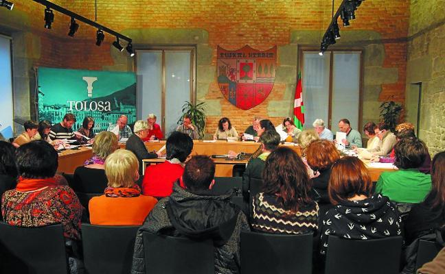 El Pleno aprueba la 'casa de las mujeres' y limita las licencias para las salas de apuestas