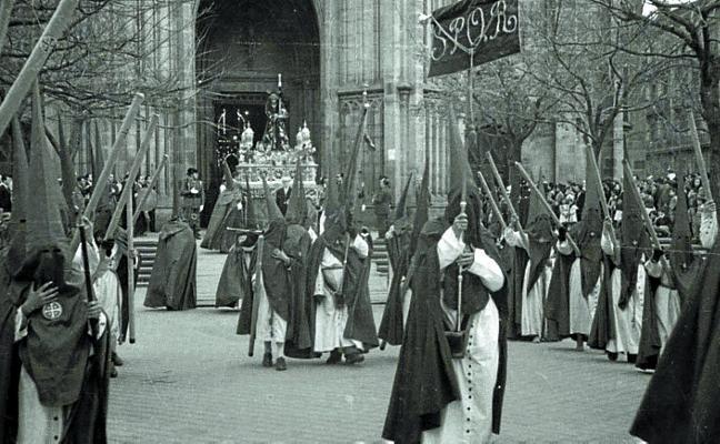 1944: Problemas de la procesión para reponer las túnicas desaparecidas
