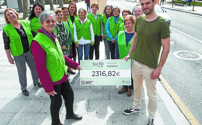 La AECC recibió la recaudación del 'IV Millas por la salud'