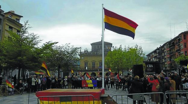 Imagen del acto celebrado este domingo en la plaza San Juan. /  ASOCIACIÓN REPUBLICANA