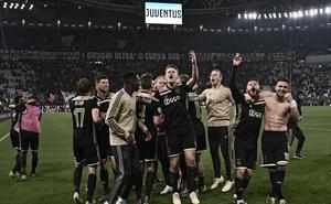 El Ajax renace de sus cenizas