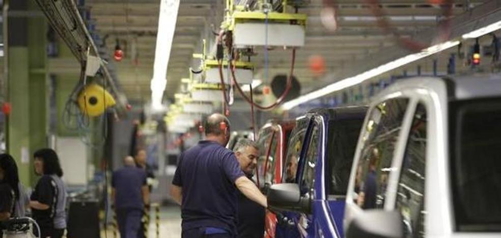 Mercedes Vitoria vuelve a recortar su producción, ahora en 4.000 vehículos