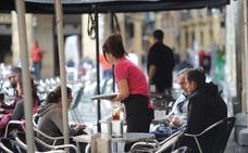 Bares y restaurantes engordan un 15% sus plantillas para la temporada alta