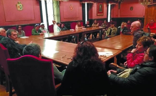 Inmigrantes que cuidan de personas mayores solicitan mejoras al alcalde