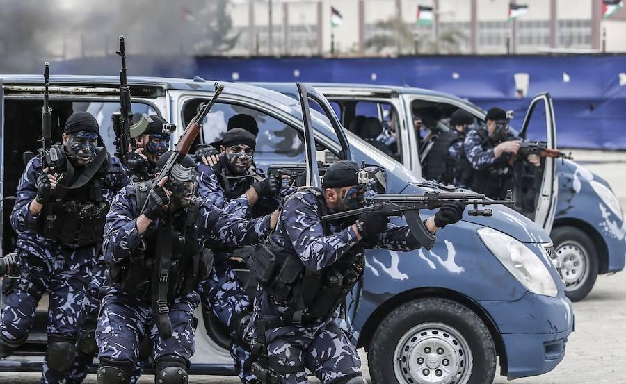 Ceremenoia de graduación policial en Gaza