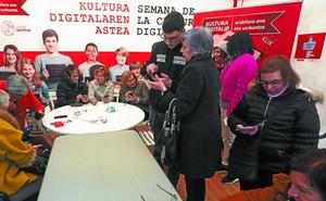 Estudiantes de Elgoibar enseñarán a los mayores a usar el móvil