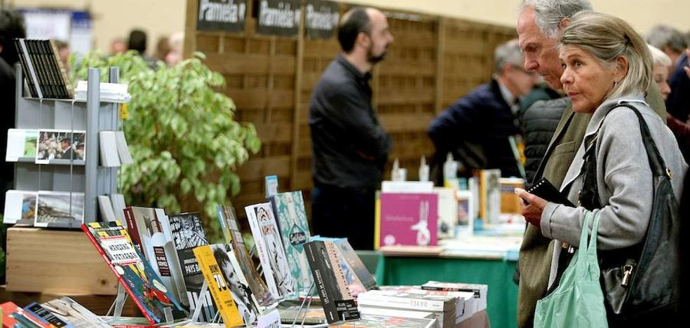 Donostia e Irun celebran este martes sus ferias del libro con distintos actos