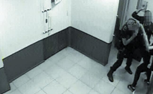 Imputan a dos ertzainas por una agresión a una mujer en los calabozos de la comisaría de Getxo