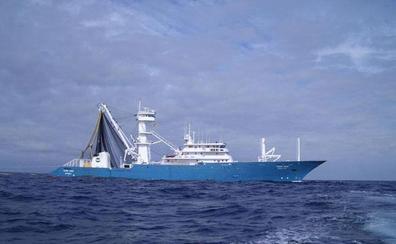Piratas atacan con granadas a un atunero vizcaíno y a un buque coreano en el Índico