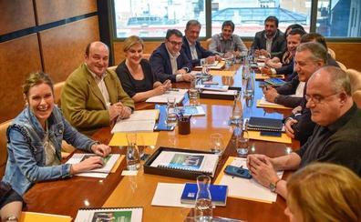 El PNV confía en mantener su influencia y se conjura contra un pacto Sánchez-Rivera