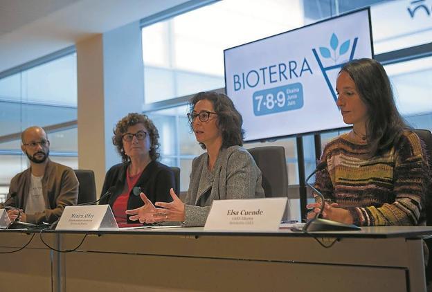 Xavier Curto, Arantza Eguzkiza, Mónica Alday y Elsa Cuende, ayer en rueda de prensa. / F. DE LA HERA