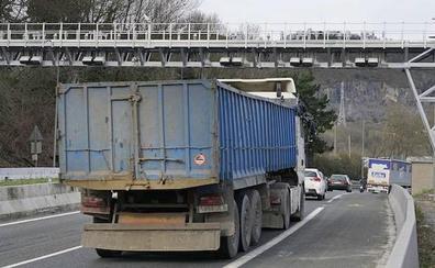 Los camioneros locales pagarán hasta 1.500 euros más al año por el nuevo peaje de la N-I