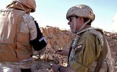 Ferrer-Dalmau dona al Museo del Ejército ruso el cuadro que pintó sobre las tropas rusas en Siria