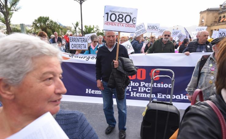 Manifestación de pensionistas en Donostia