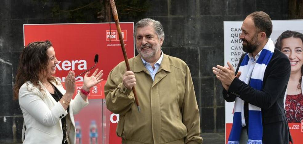 Denis Itxaso reconoce a Jesús Eguiguren como 'Alcalde vasco de la paz' por su «silencioso trabajo para derrotar a ETA»