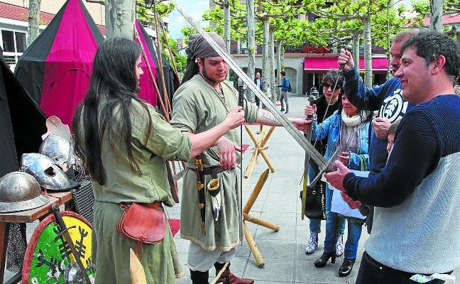 Entre rapaces, juglares y malabares en Ordizia